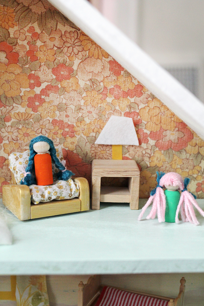 Adorable DIY dollhouse