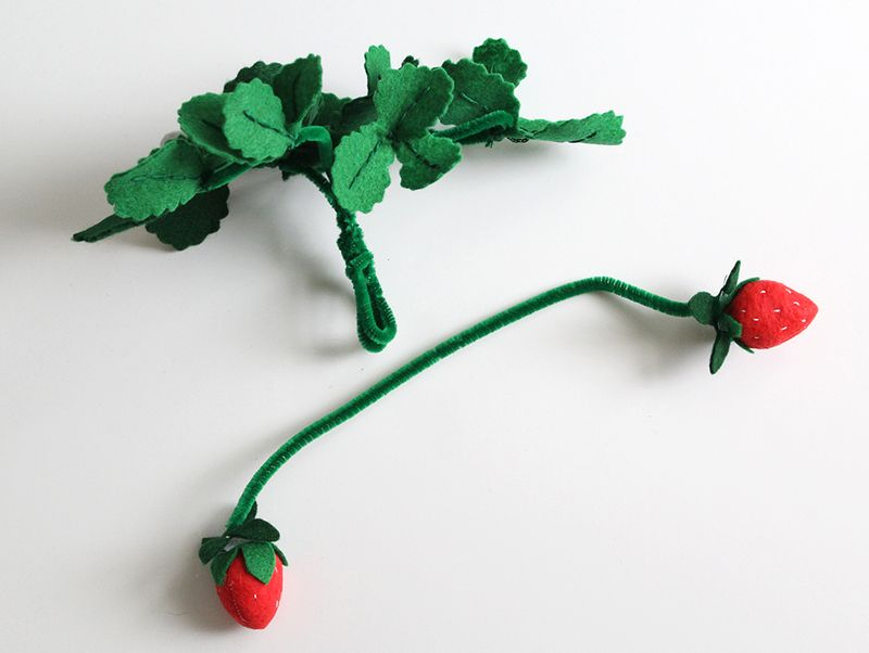 DIY Strawberry Plant (click through for instructions)