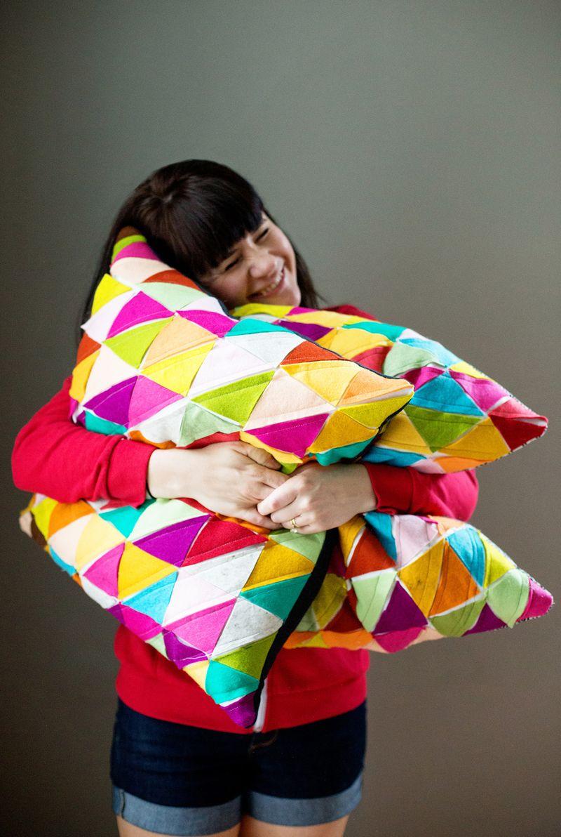 Geometric Wool Felt Pillows (click through for the DIY tutorial!)