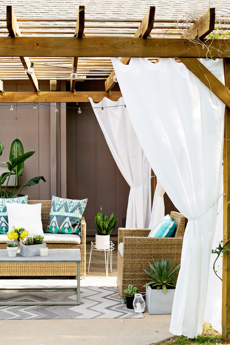 Make Your Own Outdoor Pergola Curtains! (click through for tutorial) - All Posts - A Beautiful Mess