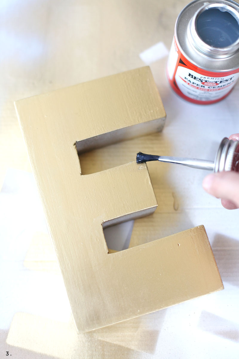 Creating a weathered paint effect is simpler than you might think! Click through for details.