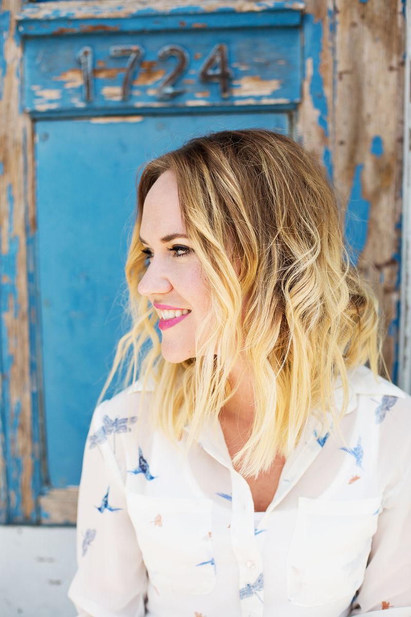 How to get beachy waves with a flat iron (click for tutorial)