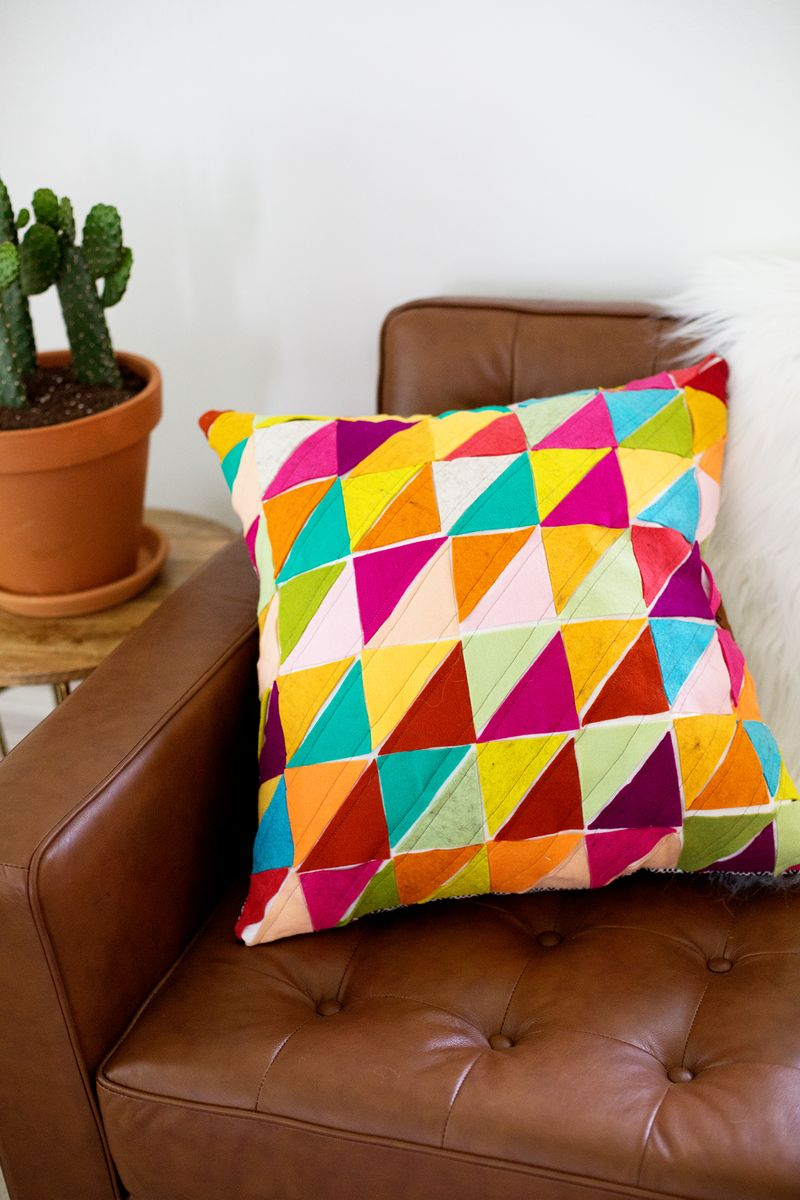 Geometric Wool Felt Pillows (click through for the DIY tutorial!)