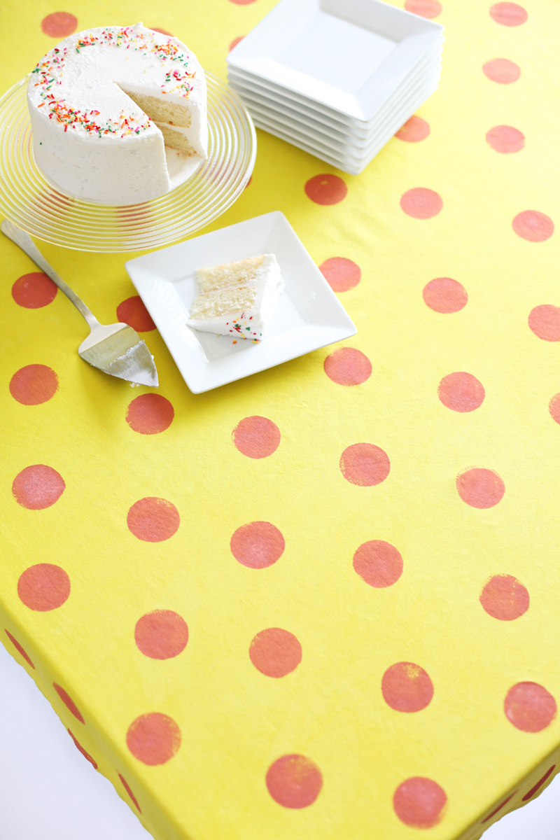 Give an old white tablecloth a fancy new makeover! Click through for tips & instructions.