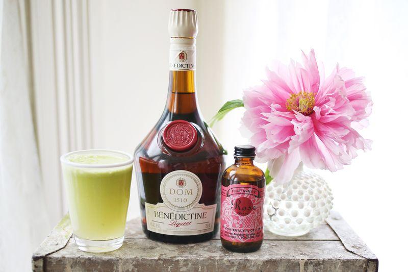 Apple flower cocktail