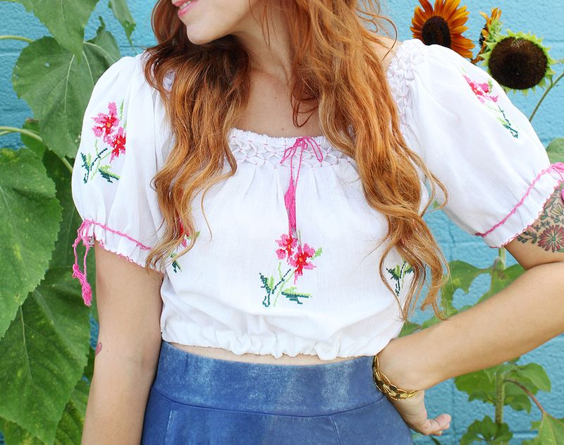 Great tutorial for turning oversized shirts into lovely cropped tops (click through for tutorial)