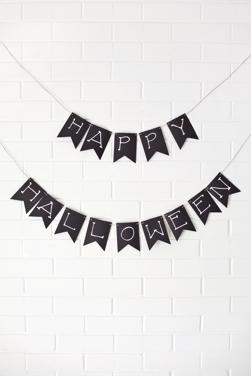 Paper Halloween garland— click through for more garland ideas!