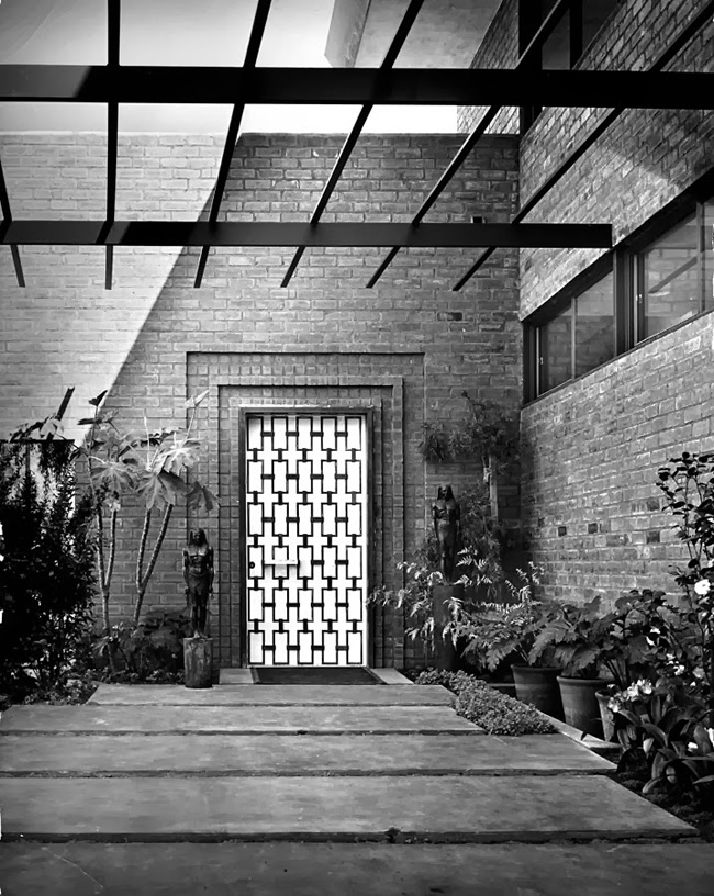 Entrance-to-William-Haines-Design