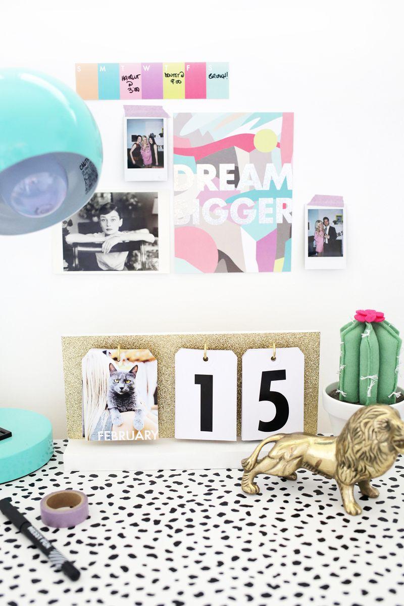 Such a cute DIY calendar! (click through for tutorial)