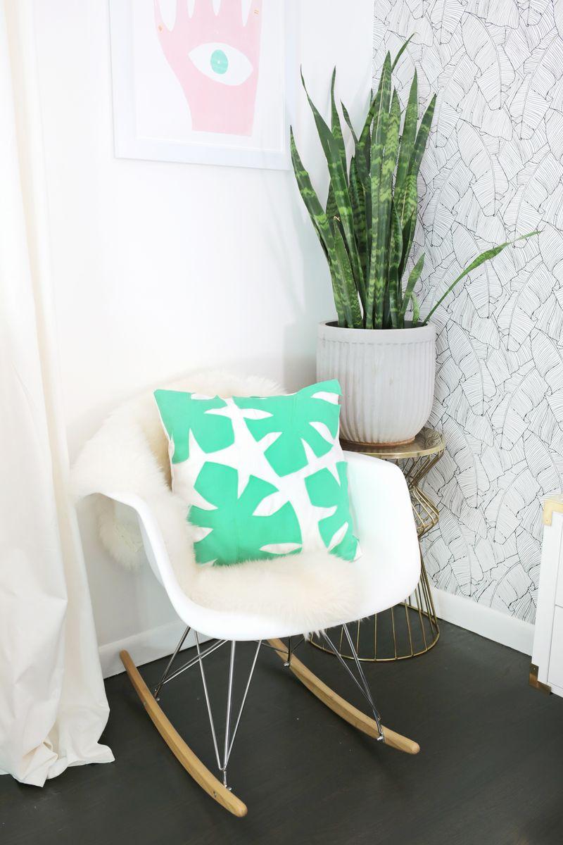 Felt palm leaf pillow DIY (click through for tutorial)