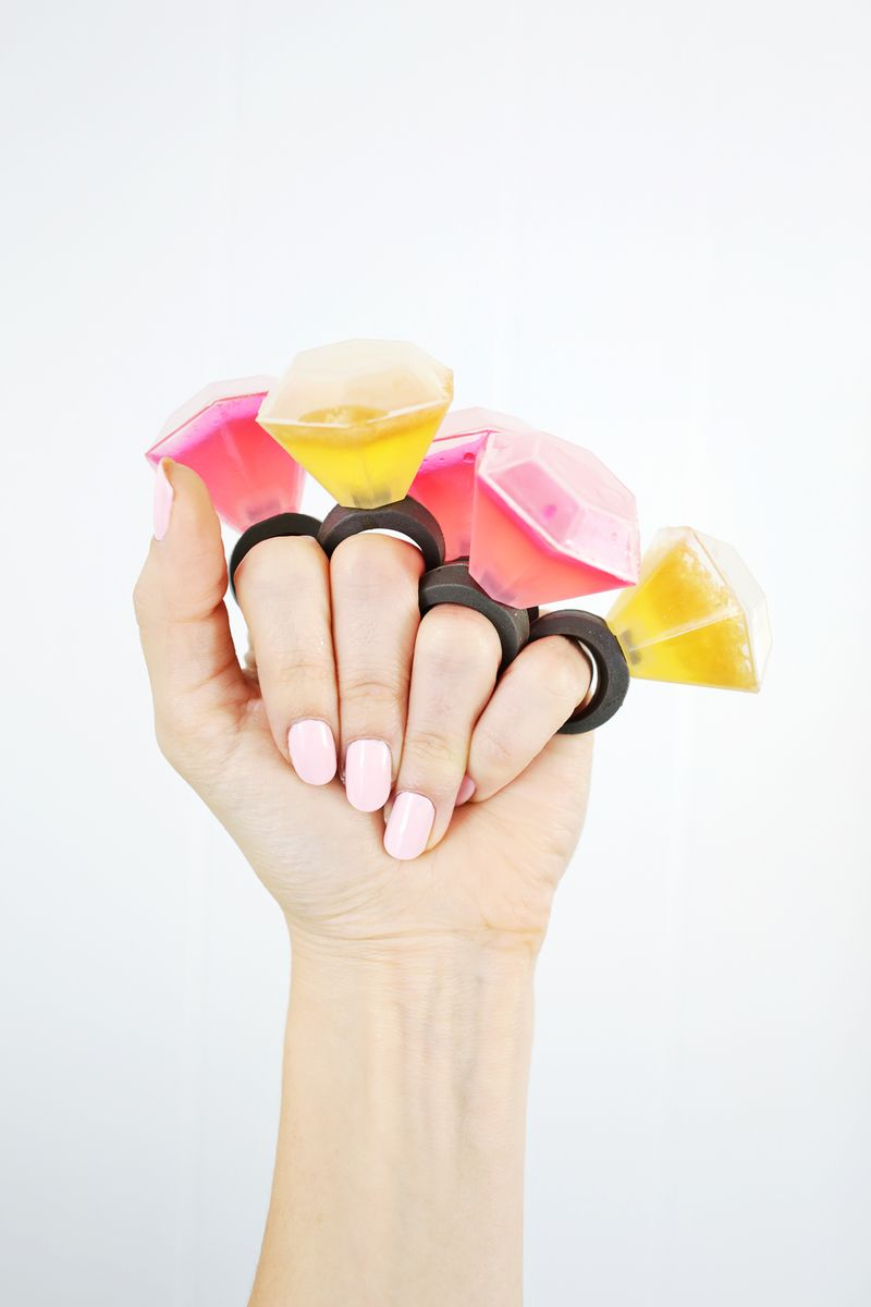 OMG! Diamond ring jello shots?? (click through for tutorial)