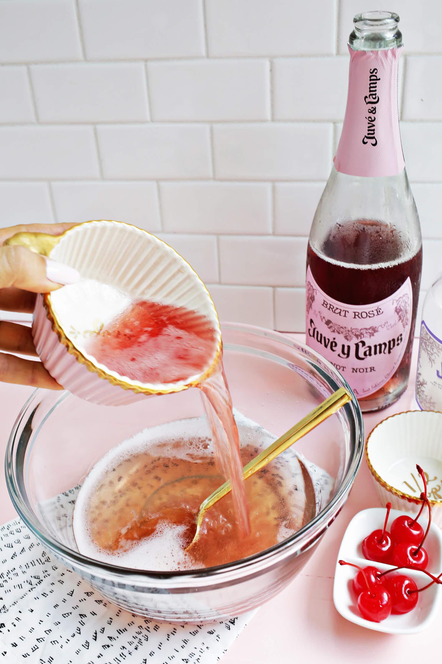 Rosé All Day Jello Shot! (click through for recipe)