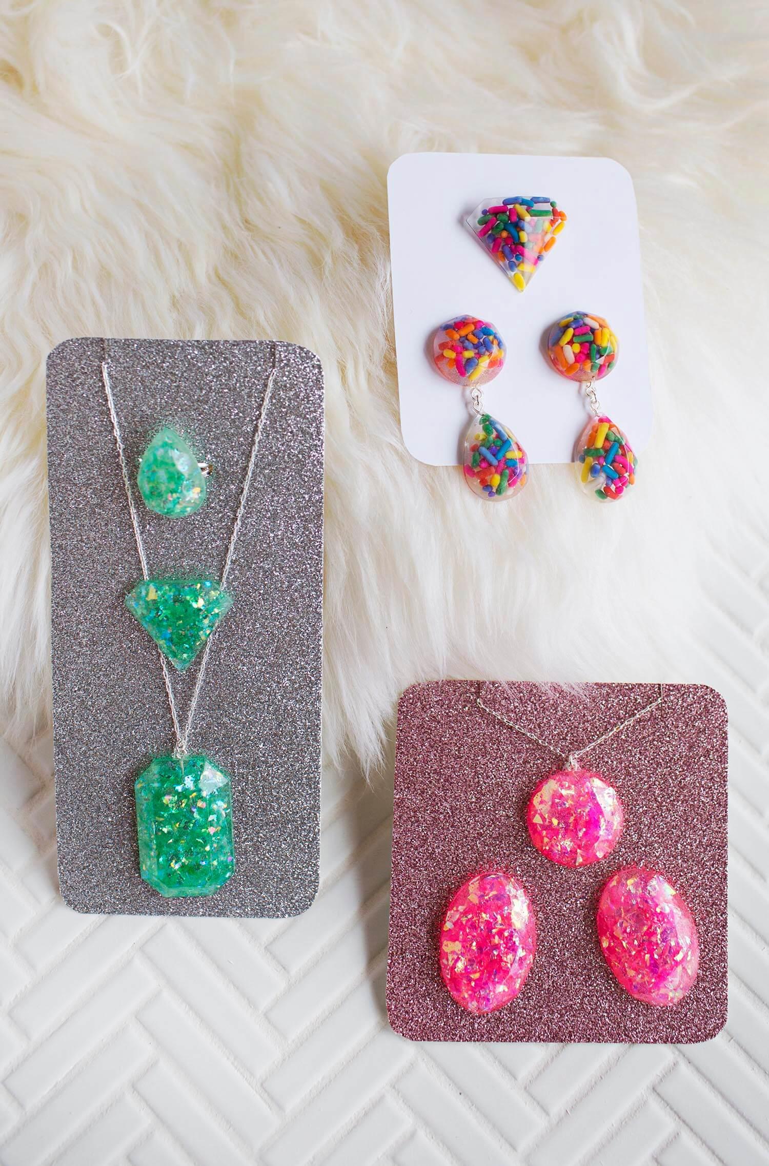 DIY Epoxy Resin Jewelry (via abeautifulmess.com)