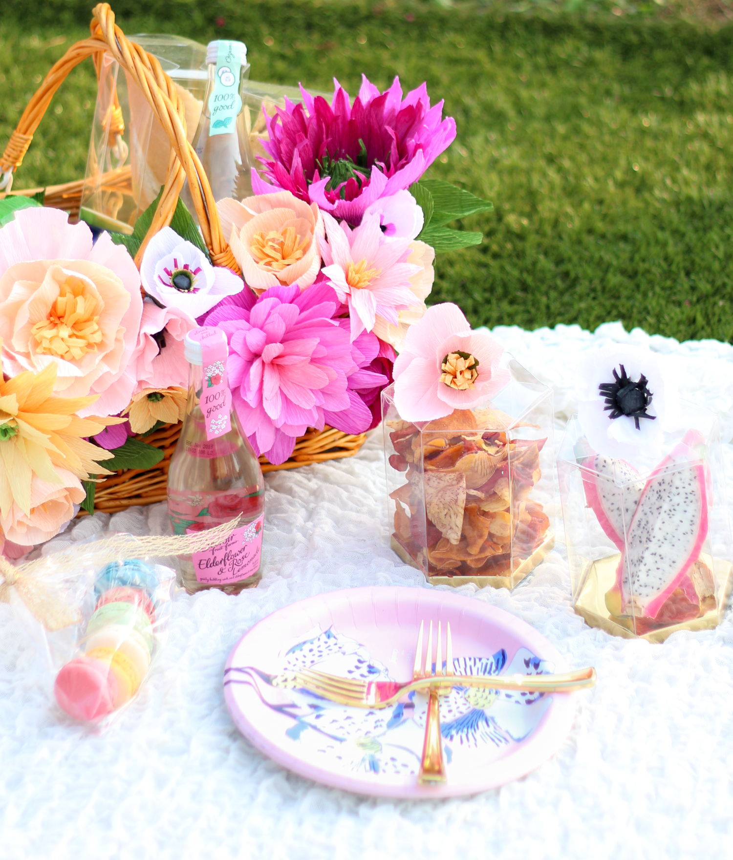 Make your own floral picnic basket (click through for tutorial) -1-2