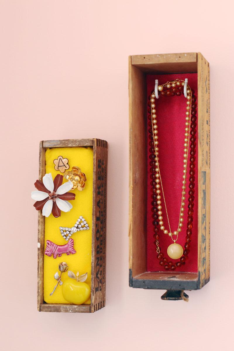 Wall mounted jewelry box display