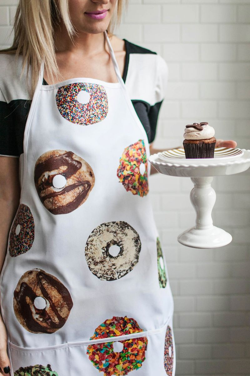 Love this! Donut apron DIY (click through for tutorial)