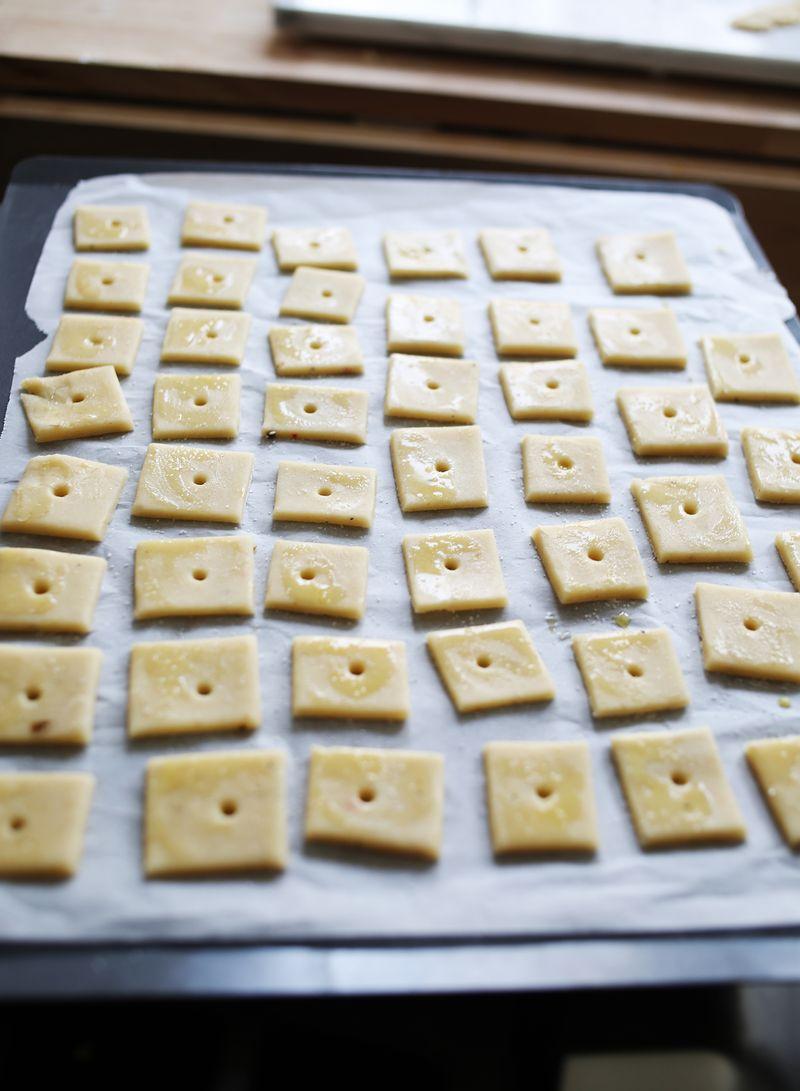 How to make homemade crackers (abeautifulmess.com)