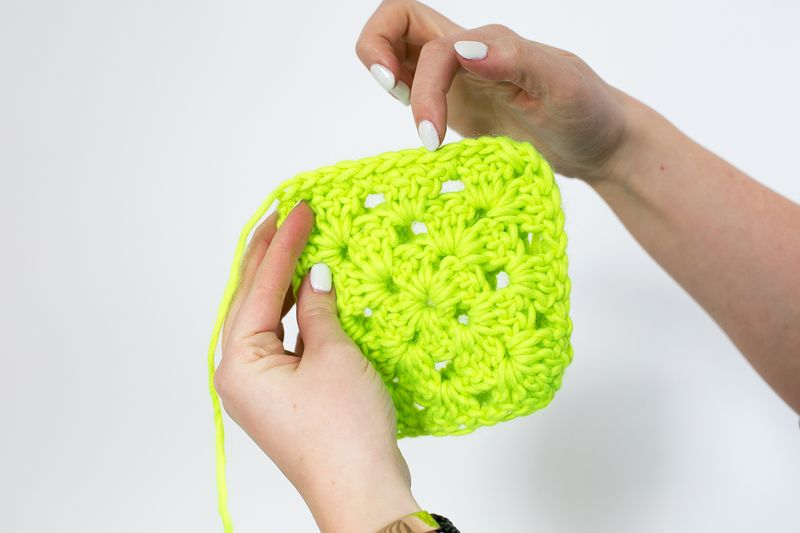 How to join granny squares step 7.