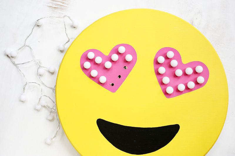 OMG YES! Emoji marquee DIY (click through for tutorial)