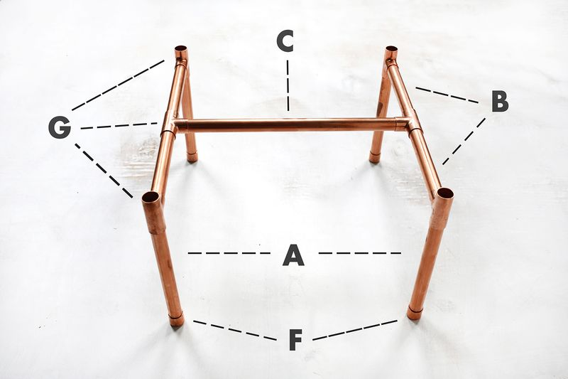 So cute! copper pipe side table DIY (click through for tutorial)