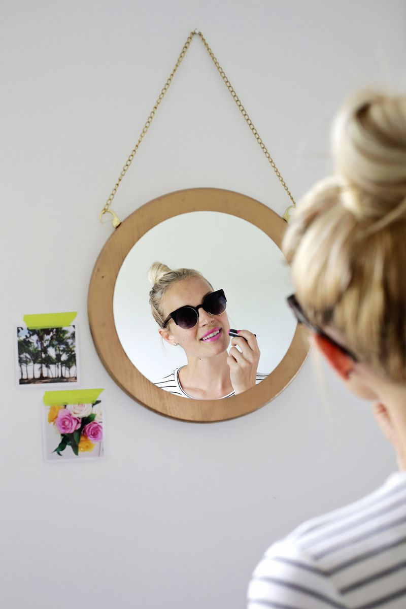 Circle Chain Mirror DIY (click through for tutorial)