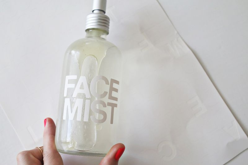 Make your own hydrating face mist! All natural ingredients- super easy DIY