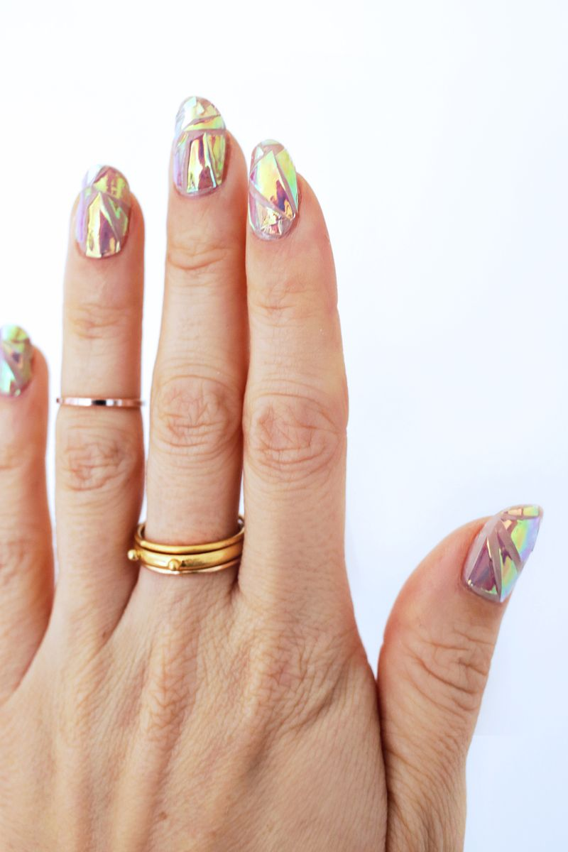 Hologram nail DIY! (click through for tutorial)