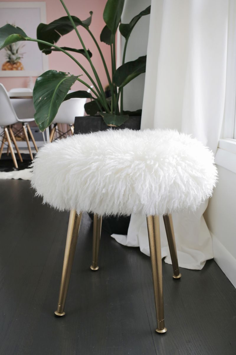 Make a furry stool (with gold legs) in minutes! Click through for tutorial