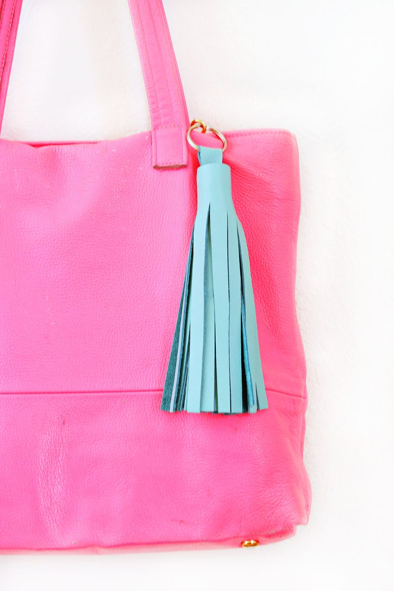 Love this DIY Leather Tassel Keychain - Click for more!
