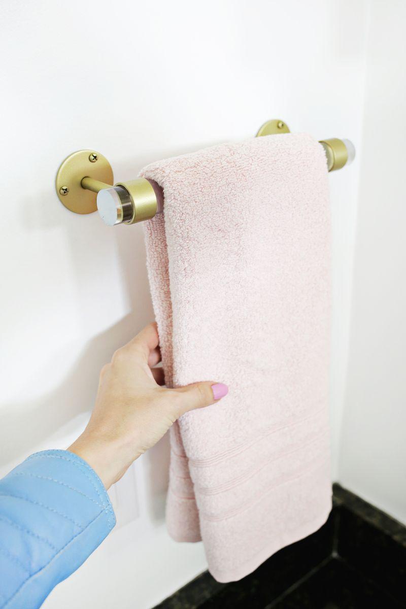 Lucite Hand Towel Holder DIY (click through for tutorial)