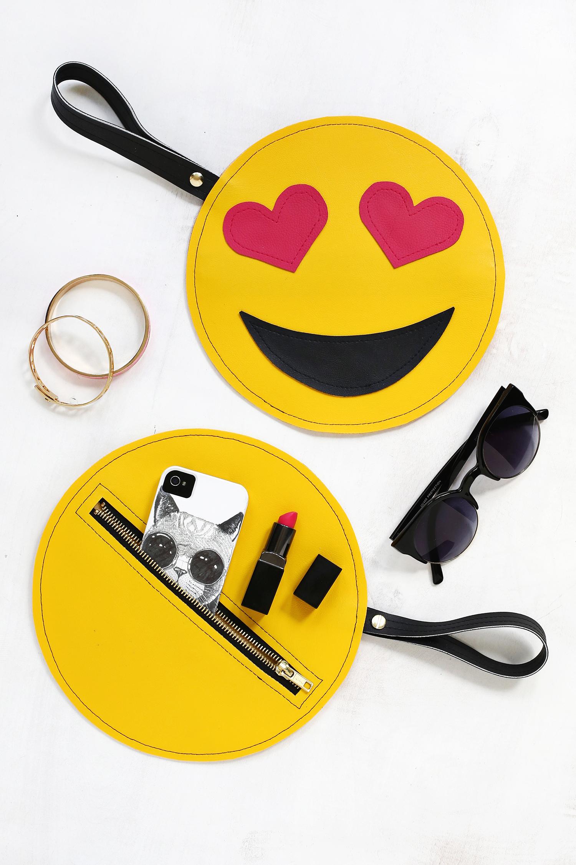 OMG! I want one! Emoji clutch DIY (click through for tutorial)