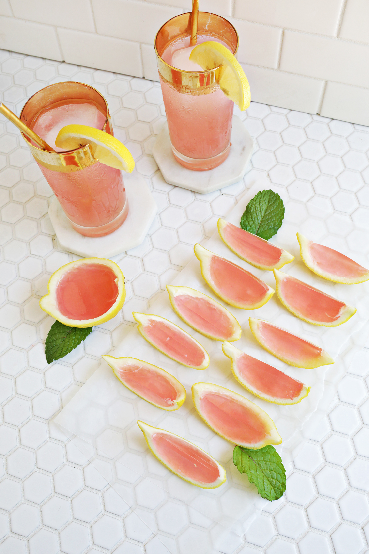 Pink Lemonade Jello Shots! (click through for recipe!)