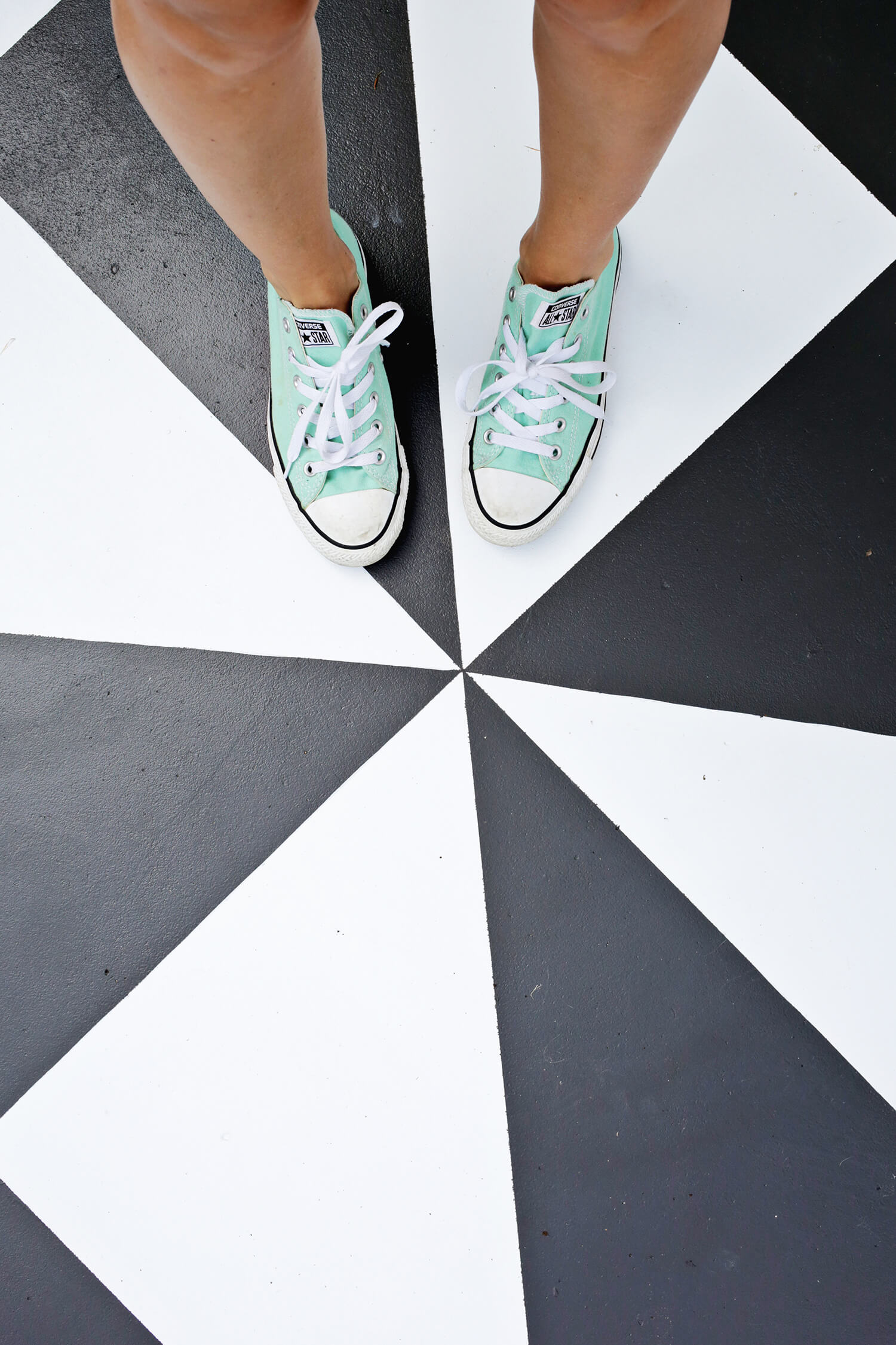 Amazing! Painted Patio Tile DIY (click through for tutorial