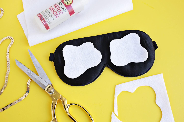 Sequin Fried Egg Sleep Mask DIY (click through for tutorial)