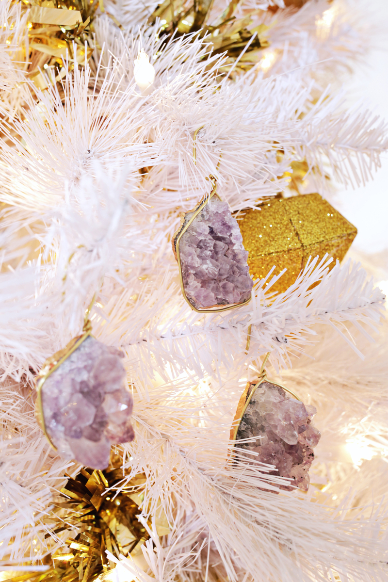 Pretty! Geode Ornament DIY (click through for tutorial)
