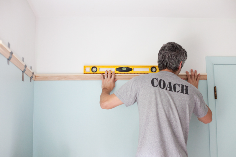 Decorative picture rail moulding adds a touch of character to any space. Click through for tips & a detailed how-to post.