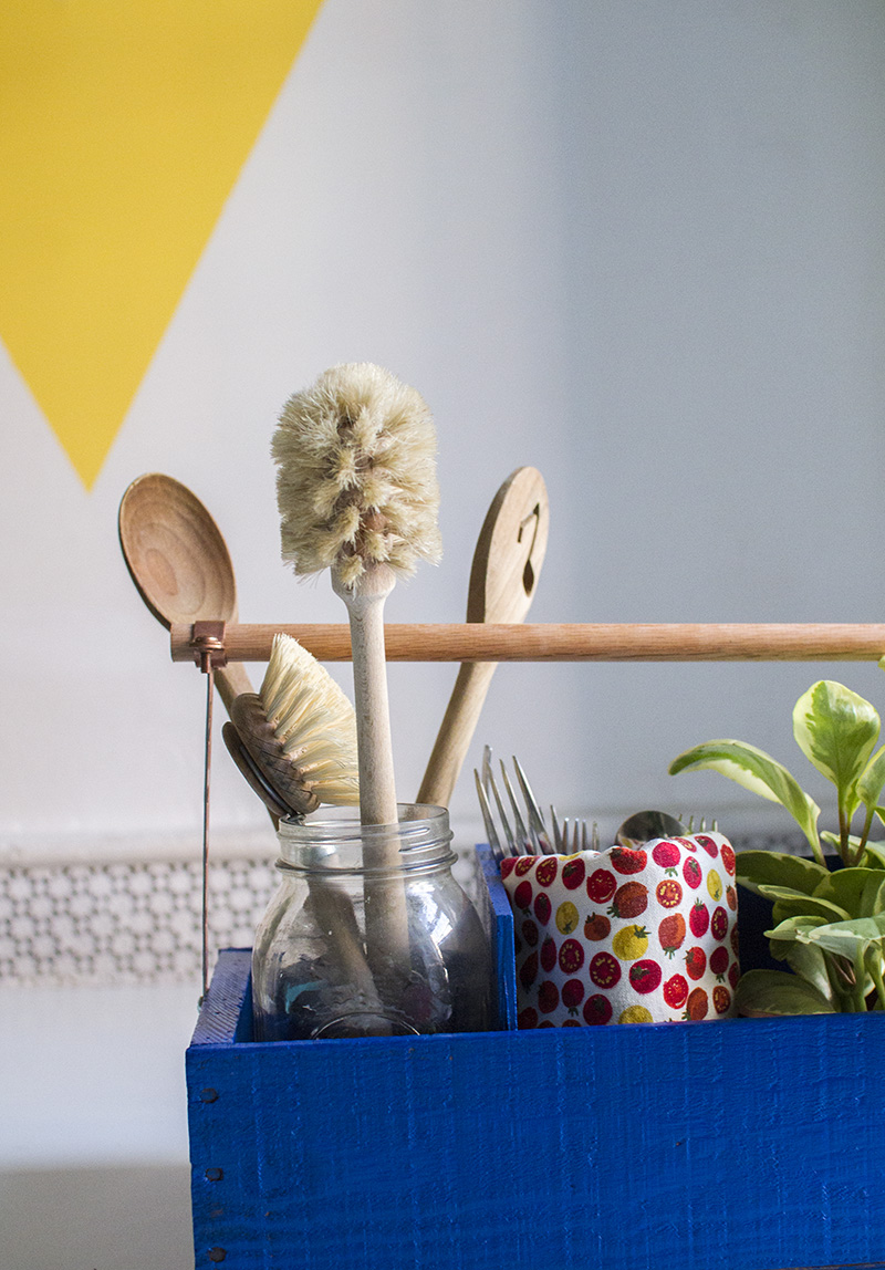 Utensil holder DIY (click through for tutorial)