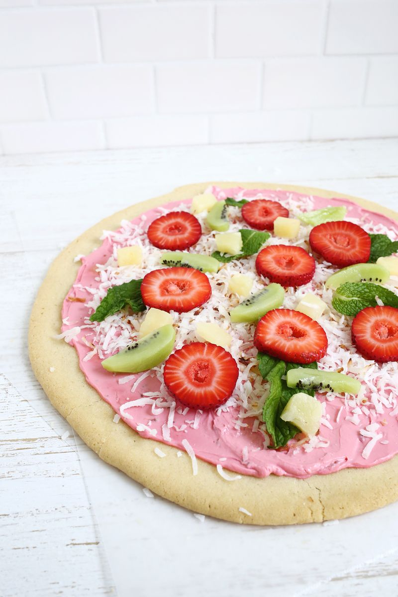 Adorable fruit pizza! (click through for recipe)