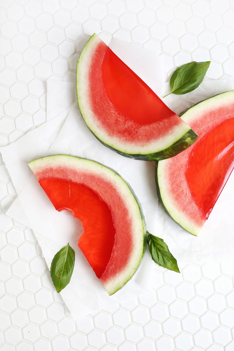 No way! watermelon slice jello shots! (click through for tutorial