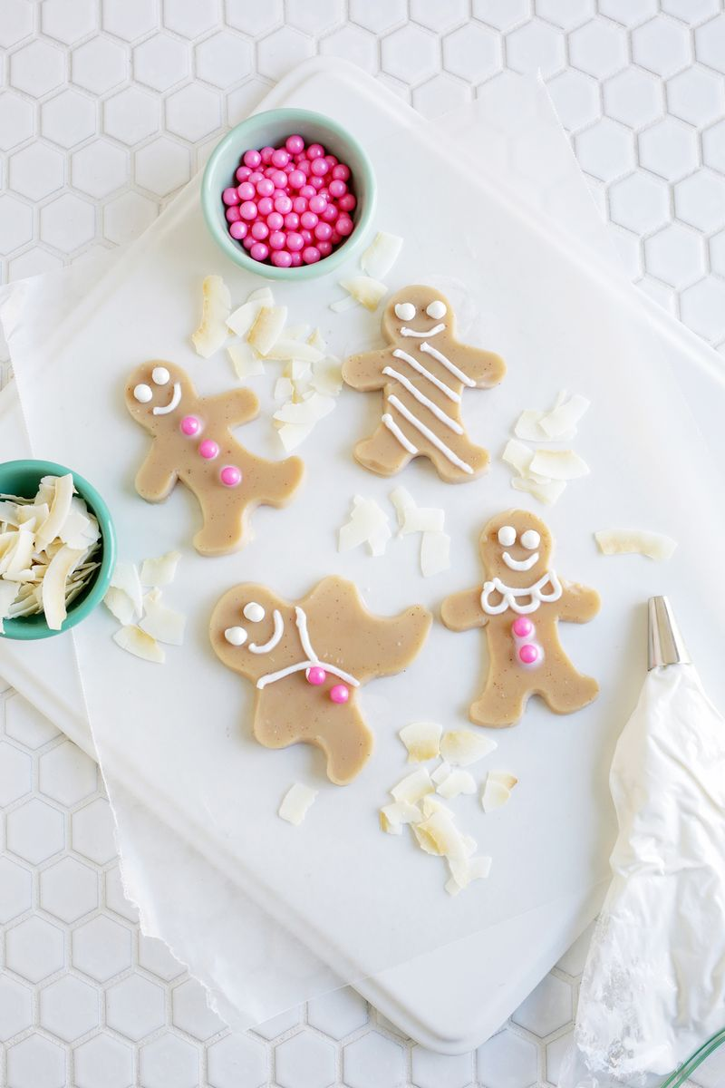 Aghhh! Gingerbread People Jello Shots! (click through for recipe