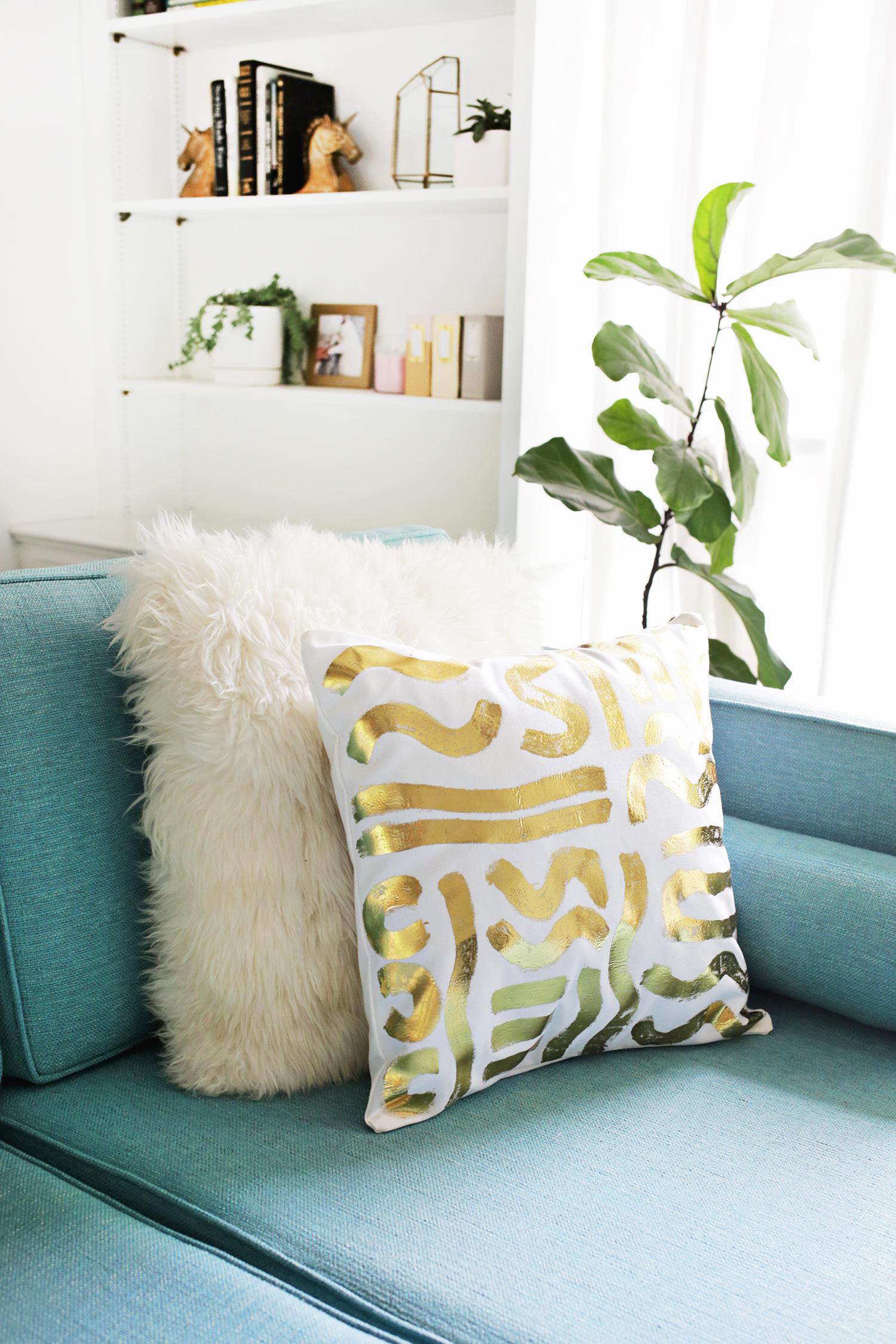 Gold foil pillow DIY (click through for more!)