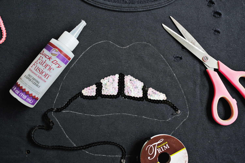 Seqin lips sweatshirt DIY (click through for tutorial) .