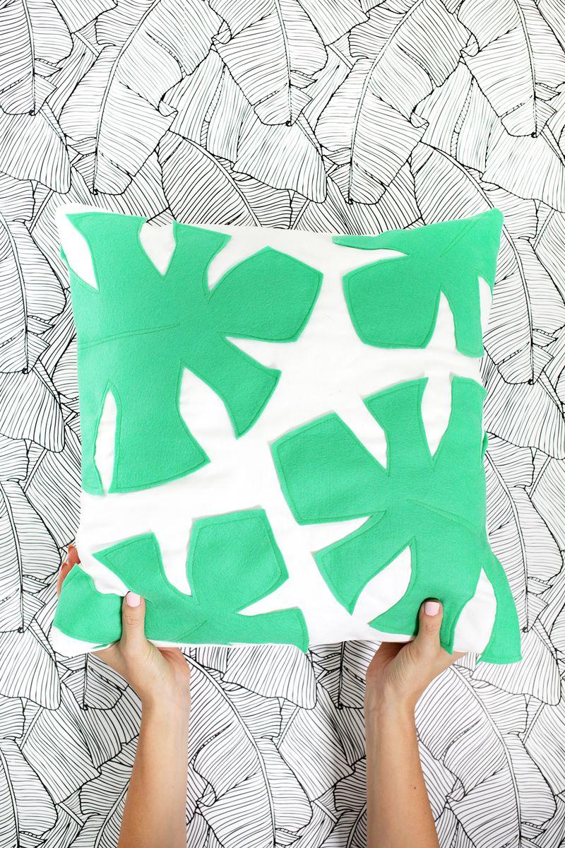 Felt palm leave pillow DIY