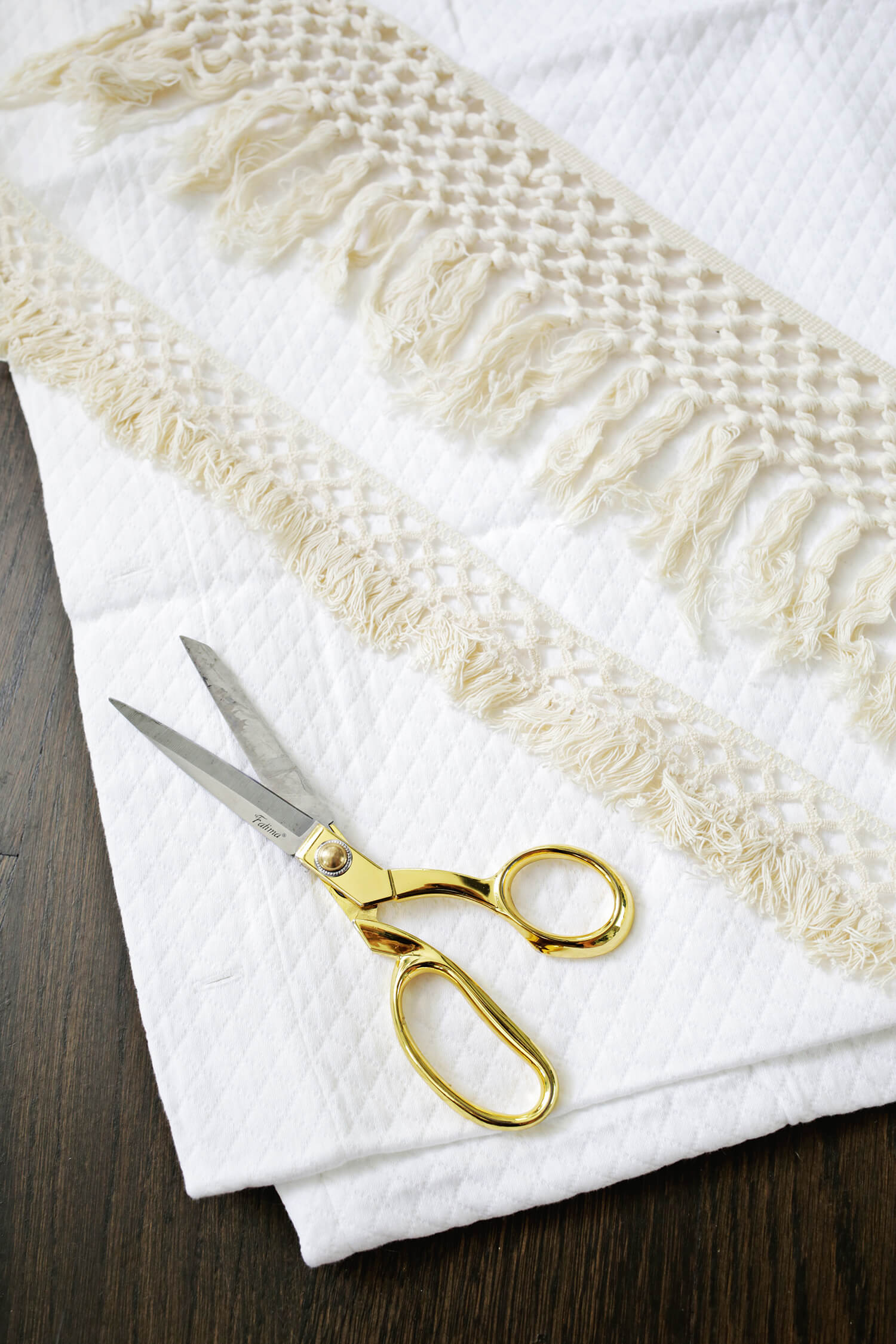 Macrame Shower Curtain DIY (click through for tutorial)