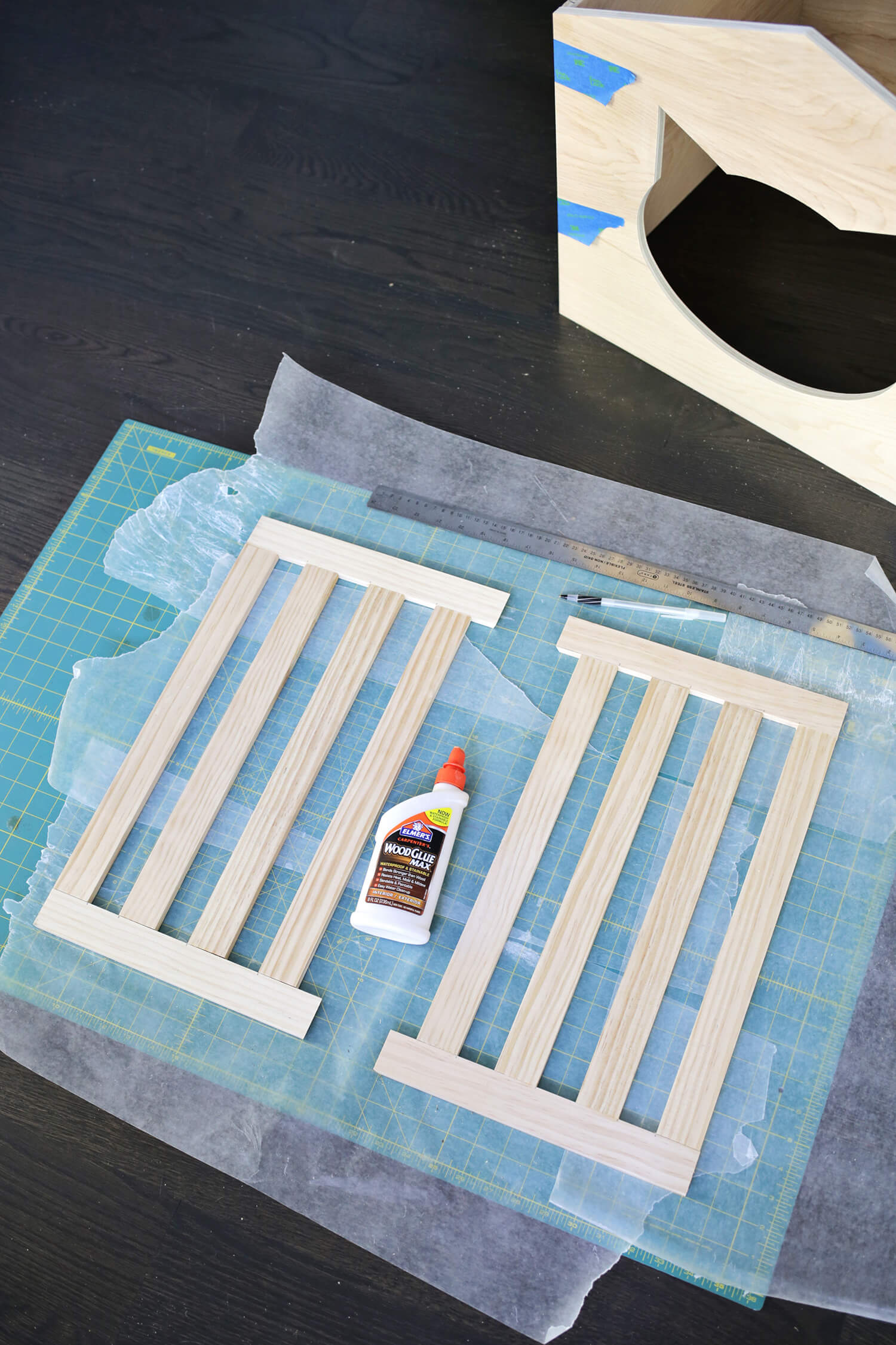 Yes, Need This! Litter Box Cover DIY! (click through for tutorial)