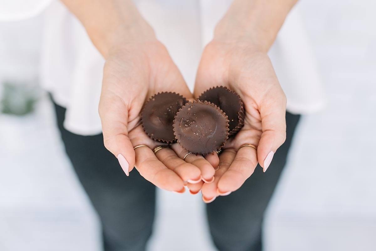 Erdnussbutter und Kürbis-dunkle Schokoladen-Schalen