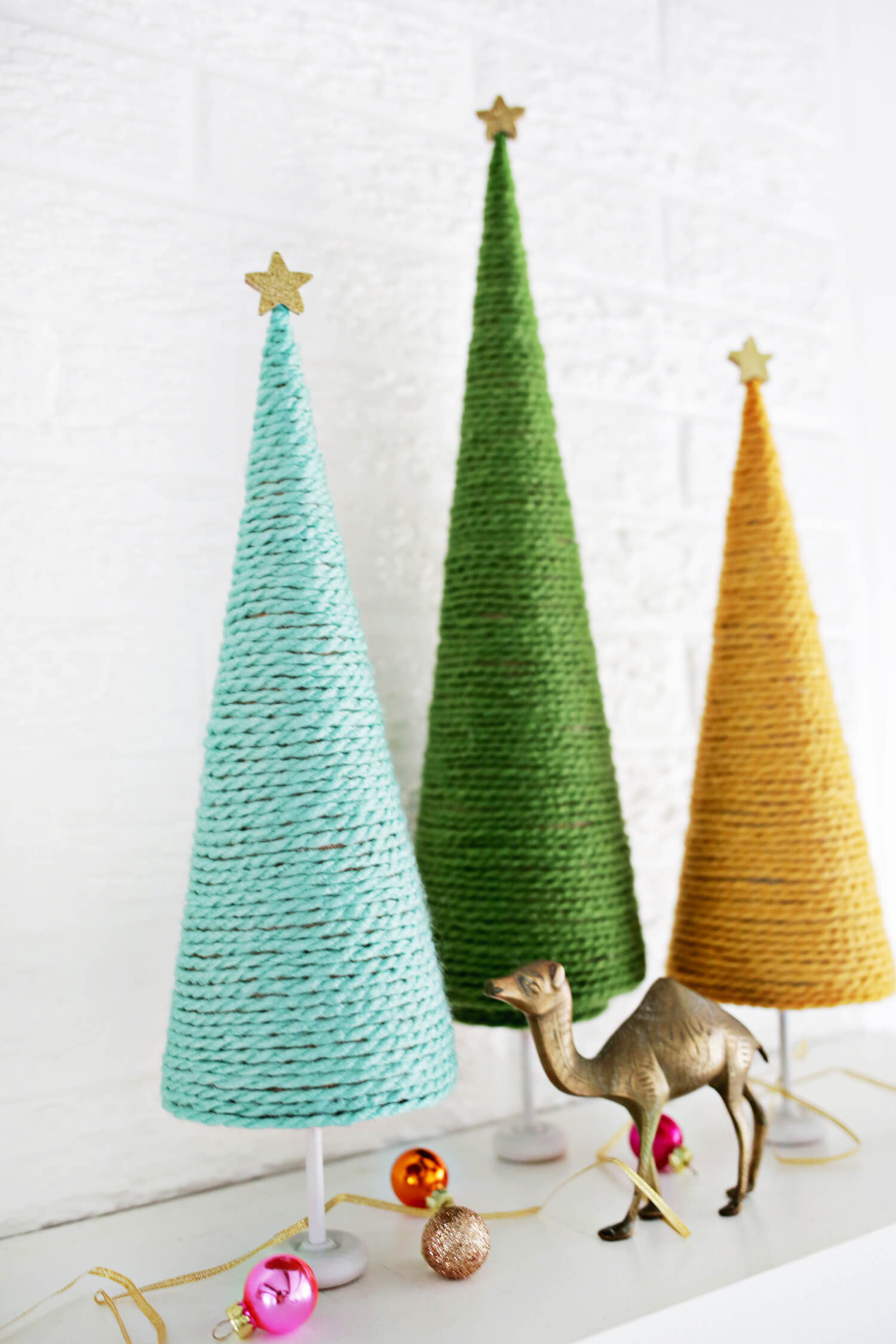 Yarn Christmas Tree DIY (click through for tutorial)