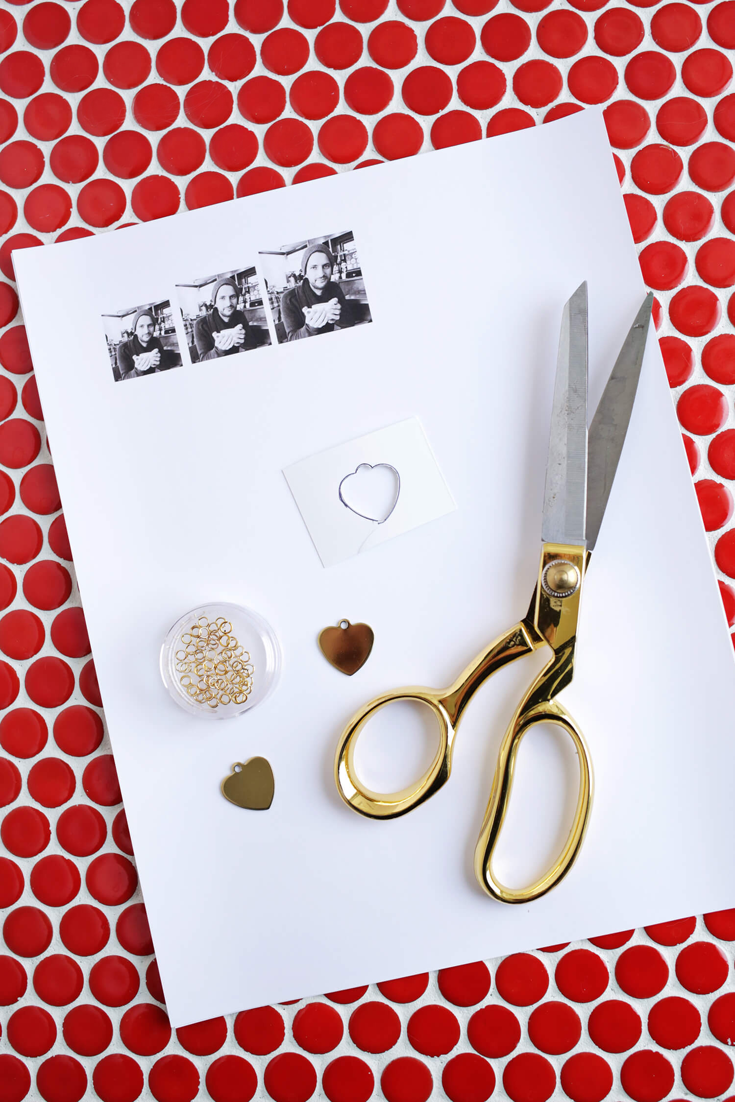 Swinging Heart Photo Locket DIY (click through for tutorial)