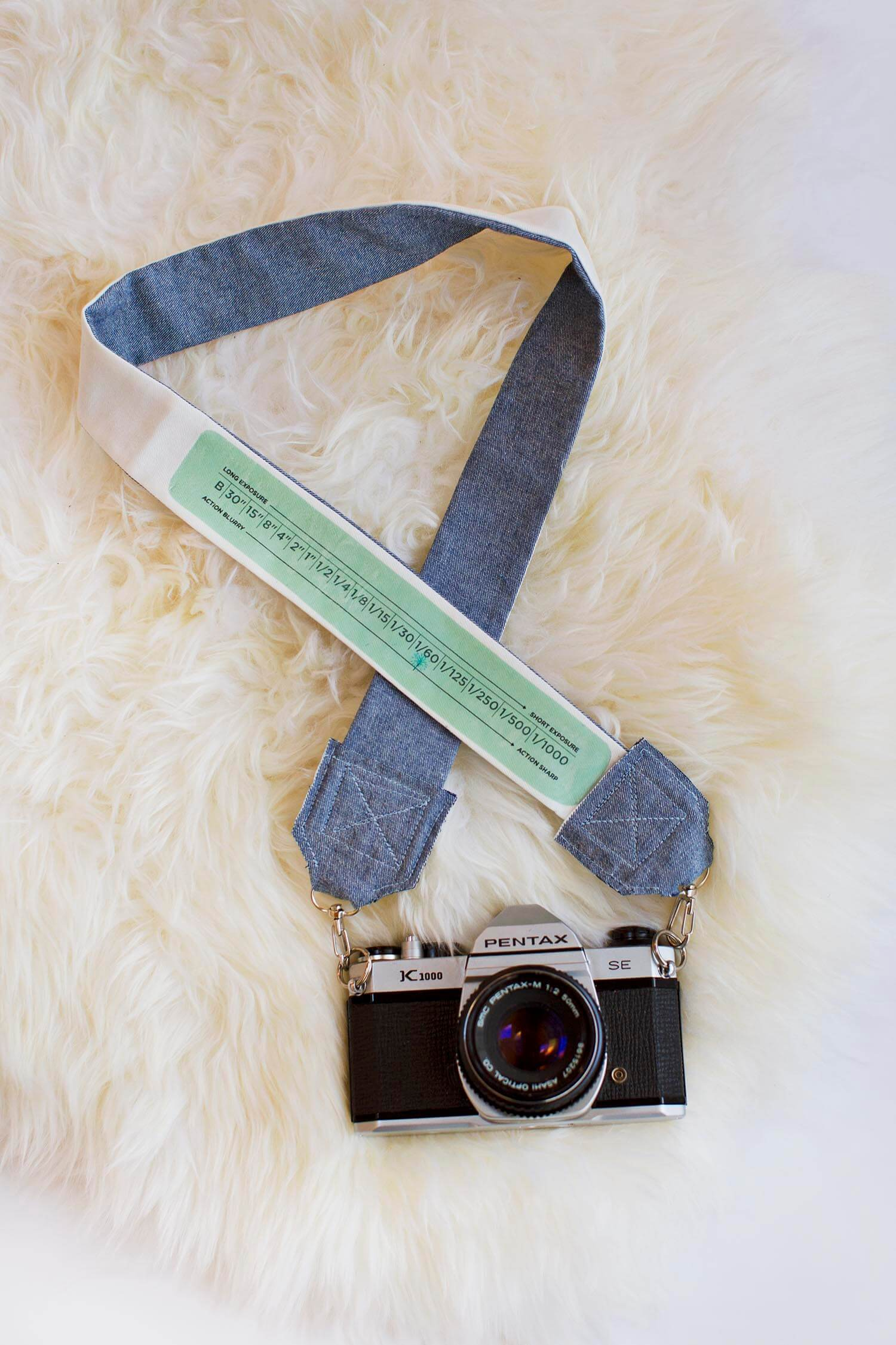 DIY Camera Strap (via abeautifulmess.com)